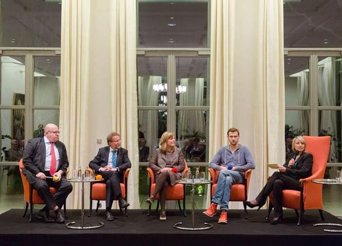 SRzG-Sprecher Wolfgang Gründinger diskutiert mit Peter Altmaier, 2015